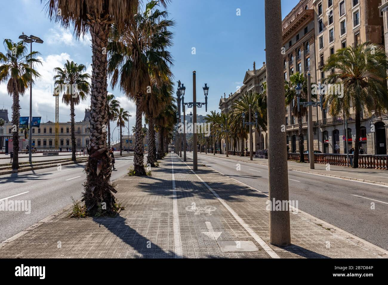 Barcelona Spain 15th March 2020 Empty Streets Of Barcelona After Spanish Government Decided To Confine The Whole Country To Reduce Coronavirus Infections Credit Dino Geromella Alamy Live News Stock Photo Alamy