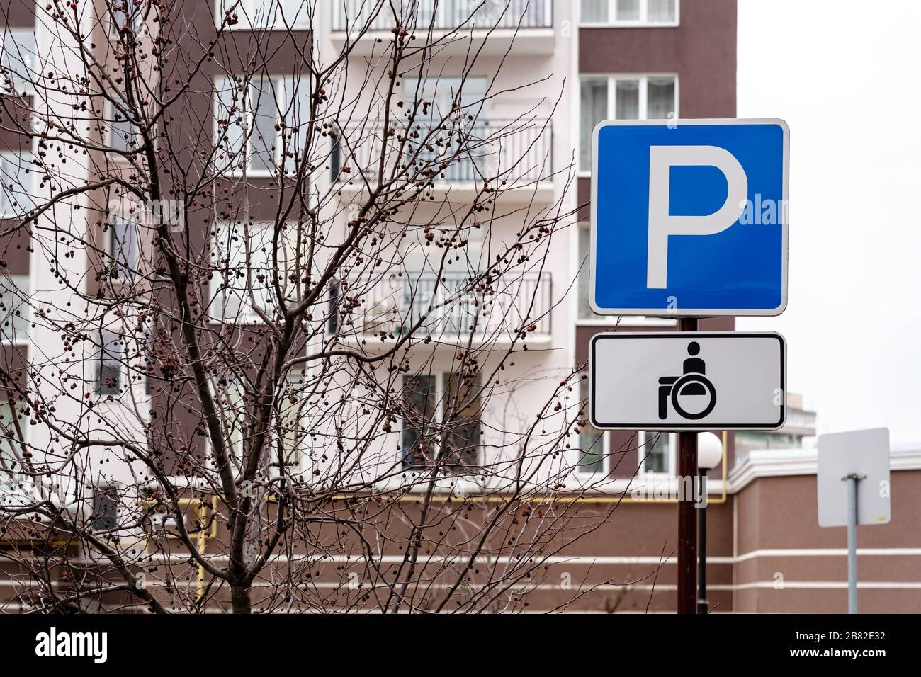 """Metal Hospital /""""H/"""" Street Road Sign With Arrow Blue /& White Sign 30 x 30/"""""""
