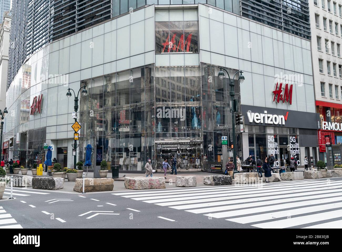 New York United States 18th Mar 2020 H M Store On 34th Street Closed Due To Ongoing
