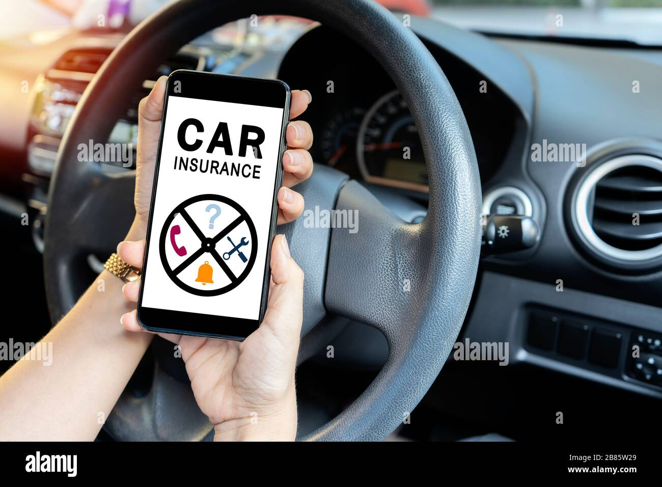 Car Insurance Concept Driver Reading Website On Smartphone Women Who Need Help From Insurance Companies When Having An Accident Stock Photo Alamy