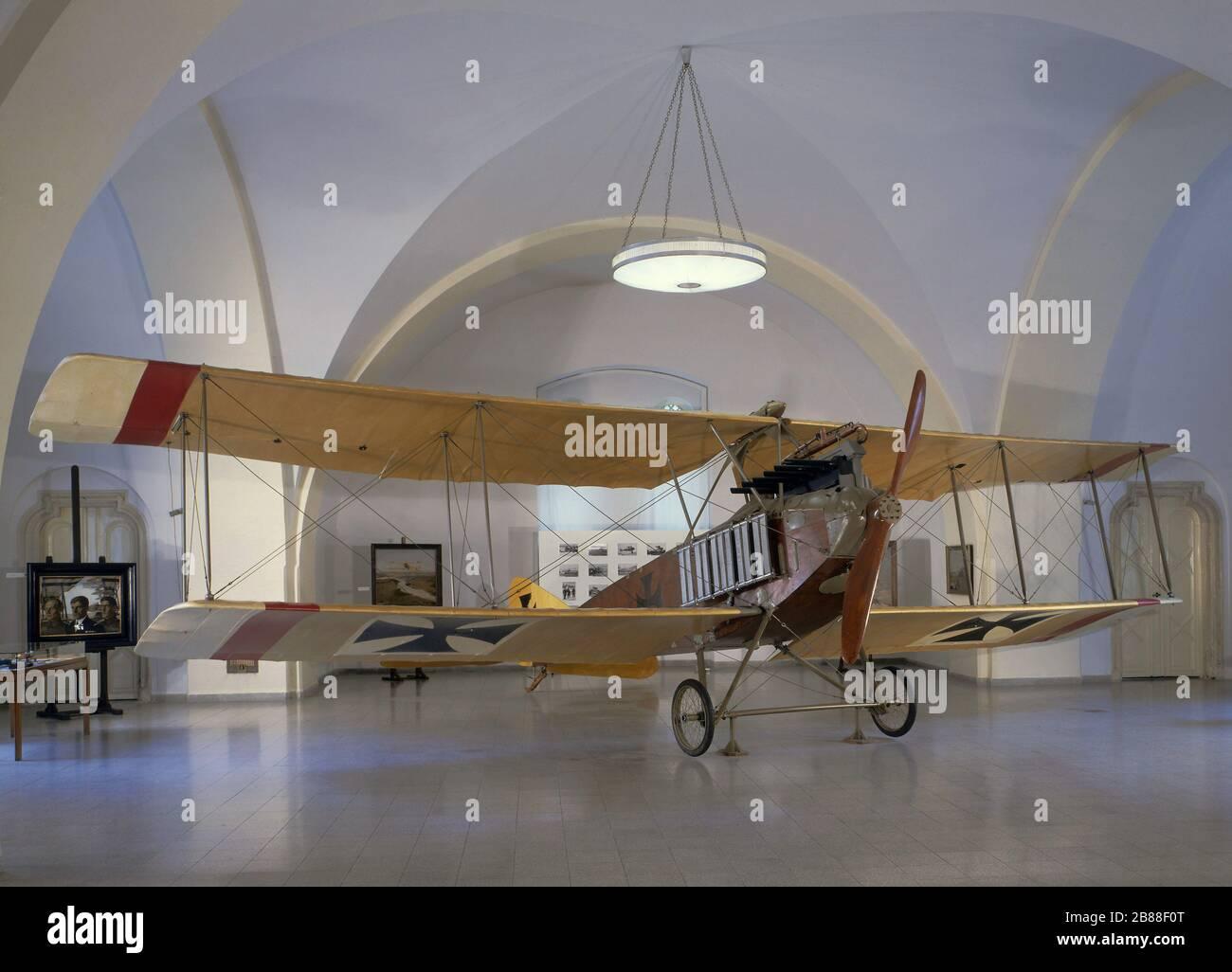 """""""Deutsch: Schul- und Aufklärungsflugzeug der k.u.k. Luftfahrtruppen Albatros B.II im Heeresgeschichtlichen Museum in Wien; 15 June 2010; selbst erstllt; Pappenheim; """" Stock Photo"""
