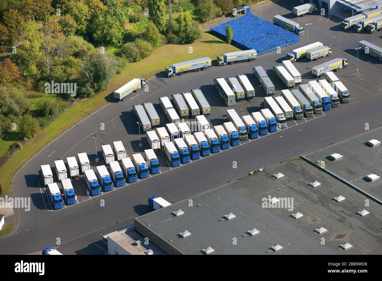 Truck Parking Lots High Resolution Stock Photography And Images Alamy