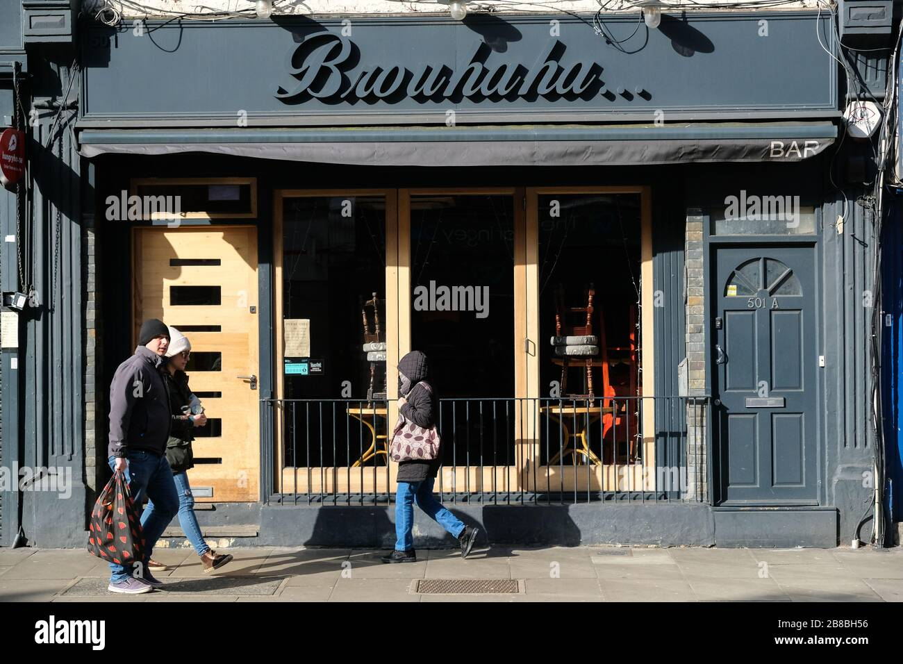 Green Lanes, London, UK. 21st March 2020. Coronavirus: Nearly deserted streets and all restaurants and cafes are closed in the Turkish area of Green Lanes in Haringey. Credit: Matthew Chattle/Alamy Live News Stock Photo