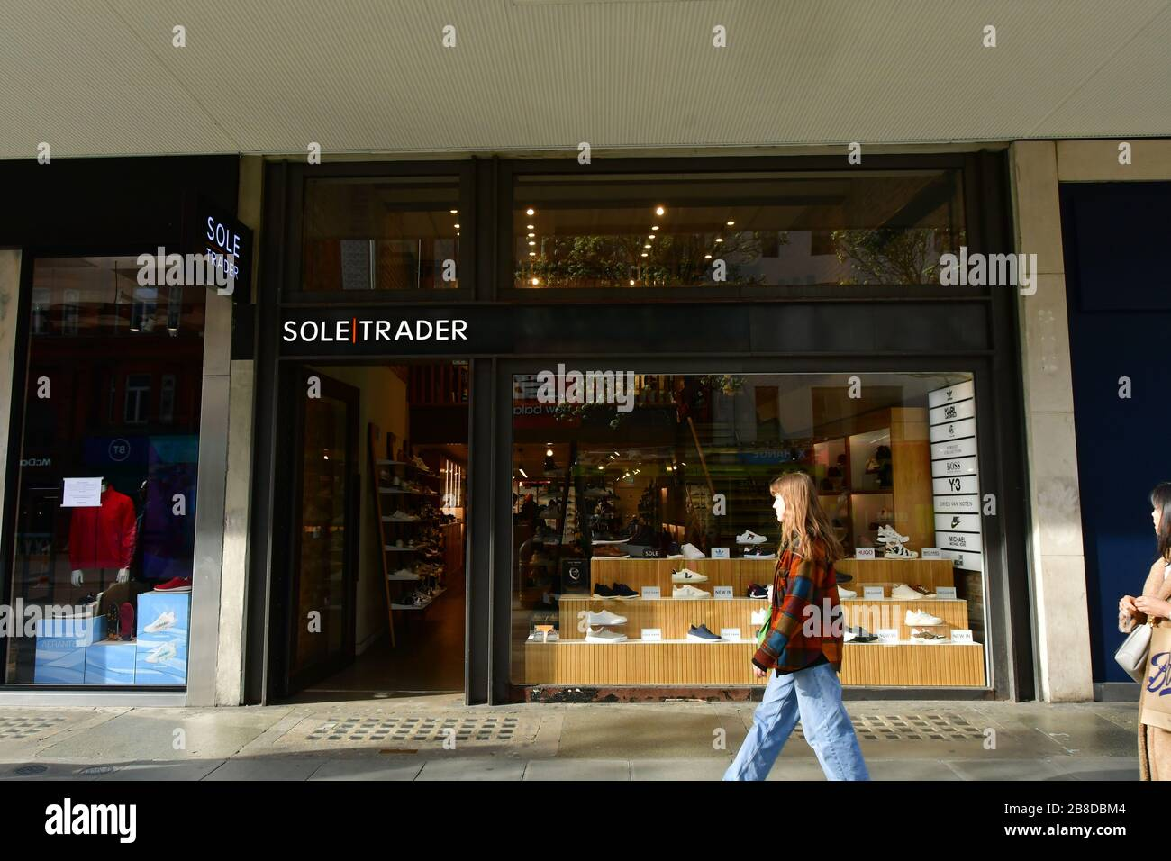 London, UK. 21st March 2020. UK PM Boris Johnson announces closure of pub, bars and restaurants to fight Coronavirus - Pandemic hit Oxford Street many shops closure a few open but empty on 21 March 2020, UK. Credit: Picture Capital/Alamy Live News Stock Photo