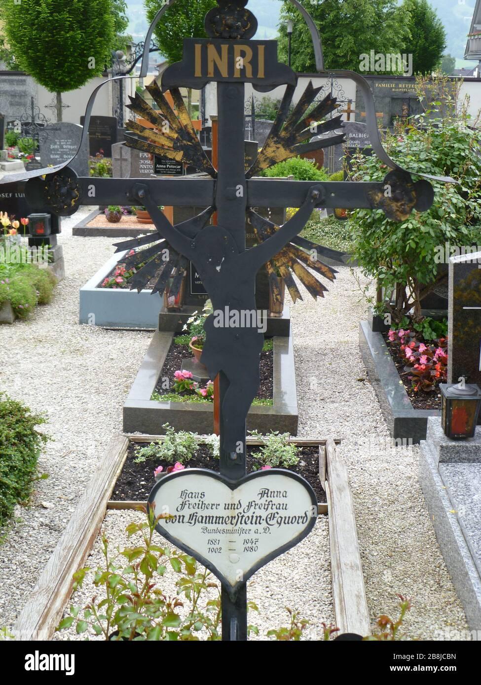 """""""Deutsch: Grabstätte von Hans von Hammerstein und seiner Ehegattin Anna in Kirchdorf an der Krems; 29 May 2010; Self-photographed; Luckyprof; """" Stock Photo"""