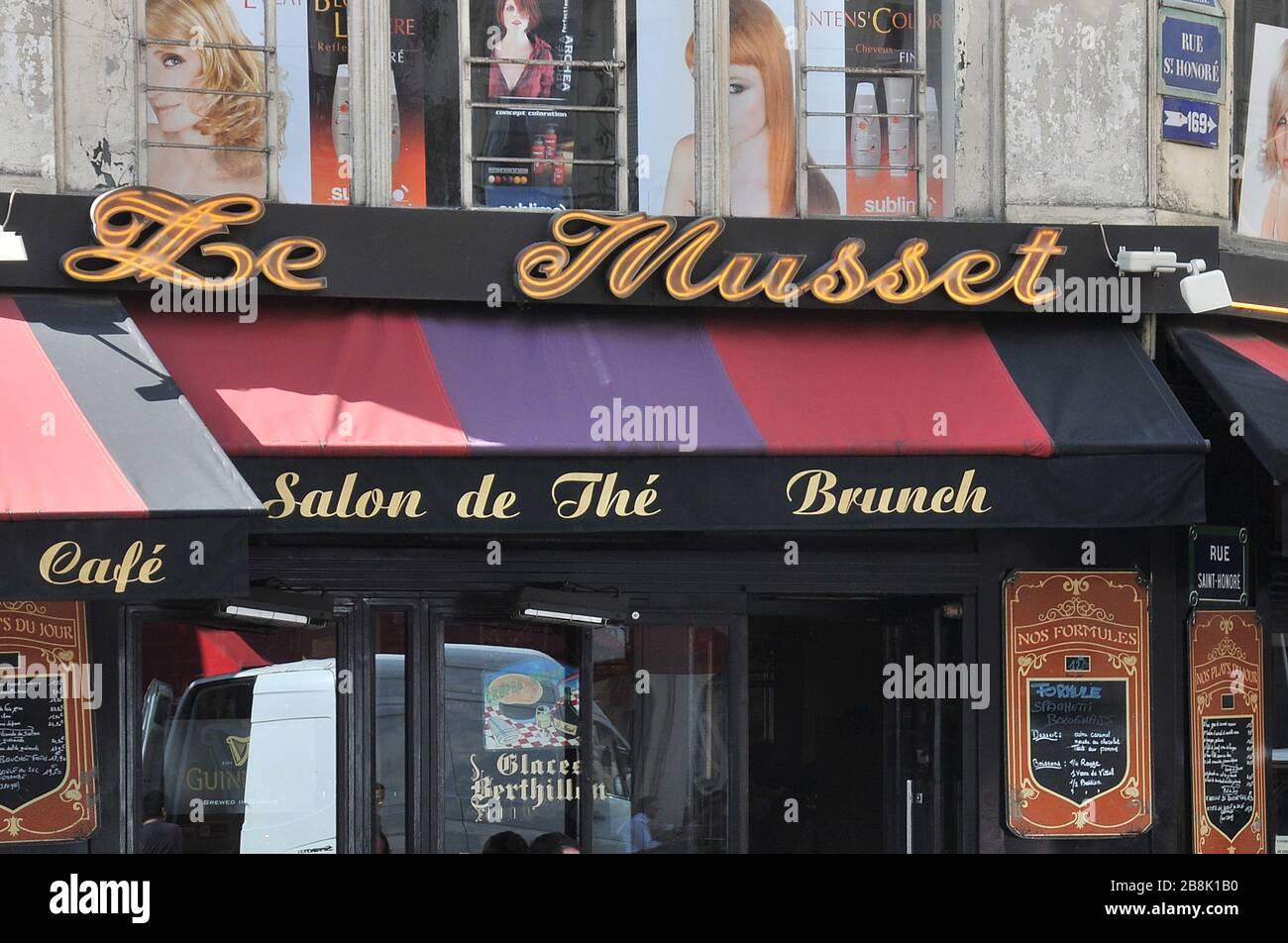 Le Musset, cafe bar, rue de l'Echelle , Paris, France Stock Photo
