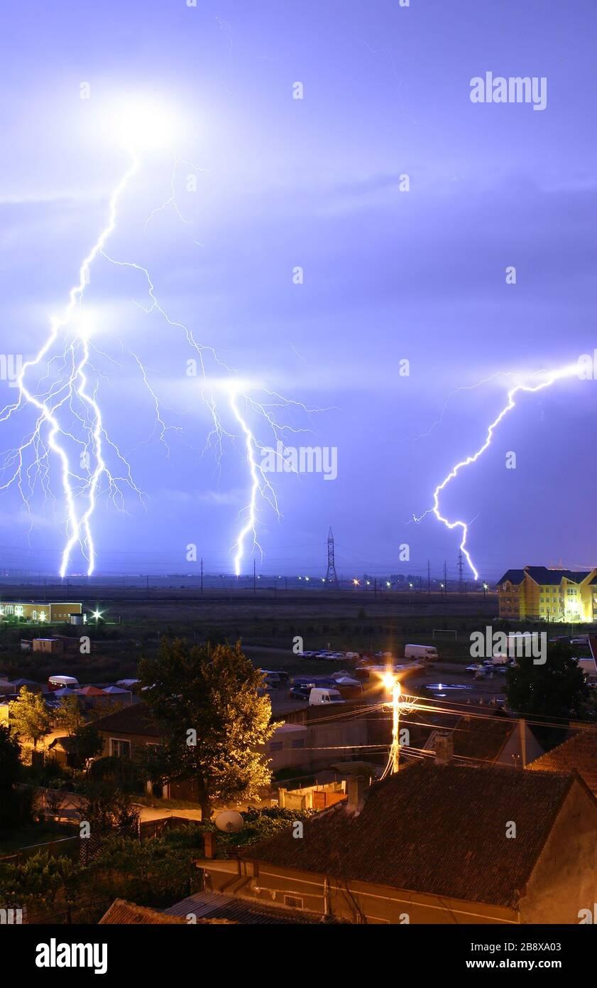 """""""English: Lightning over the outskirts of Oradea, Romania, during the August 17, 2005 thunderstorm which went on to cause major flash floods over southern Romania. Română: Descărcări elctrice la marginea oraşului Oradea, în timpul furtunilor din 17 august 2005, ce au cauzat de asemenea şi viiturile din sudul României. Technical details: Canon EOS 300D, EF-S 18-55 lens; Exp: 30s; F/13; ISO400; 17 August 2005; Edited version of Image:Lightning over Oradea Romania 2.jpg.; Mircea Madau; """" Stock Photo"""