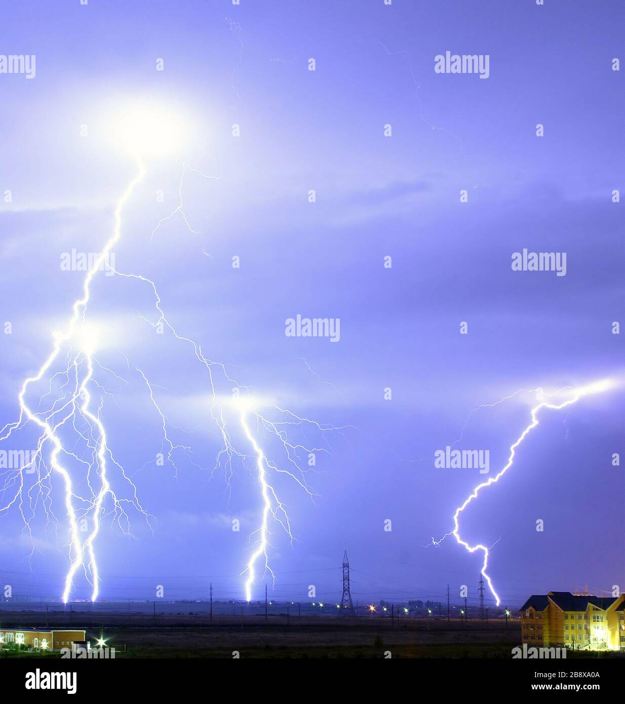 """English: Lightning over the outskirts of Oradea, Romania, during the August 17, 2005 thunderstorm which went on to cause major flash floods over southern Romania. Română: Descărcări elctrice la marginea oraşului Oradea, în timpul furtunilor din 17 august 2005, ce au cauzat de asemenea şi viiturile din sudul României. Nederlands: Bliksem in een buitenwijk van Oradea, Roemenië, tijdens het onweer van 17 augustus 2005, dat gepaard ging met hevige overstromingen in het zuiden van Roemenië. Technical details: Canon EOS 300D, EF-S 18-55 lens; Exp: 30s; F/13; ISO400; 17 August 2005; Cropped version Stock Photo"