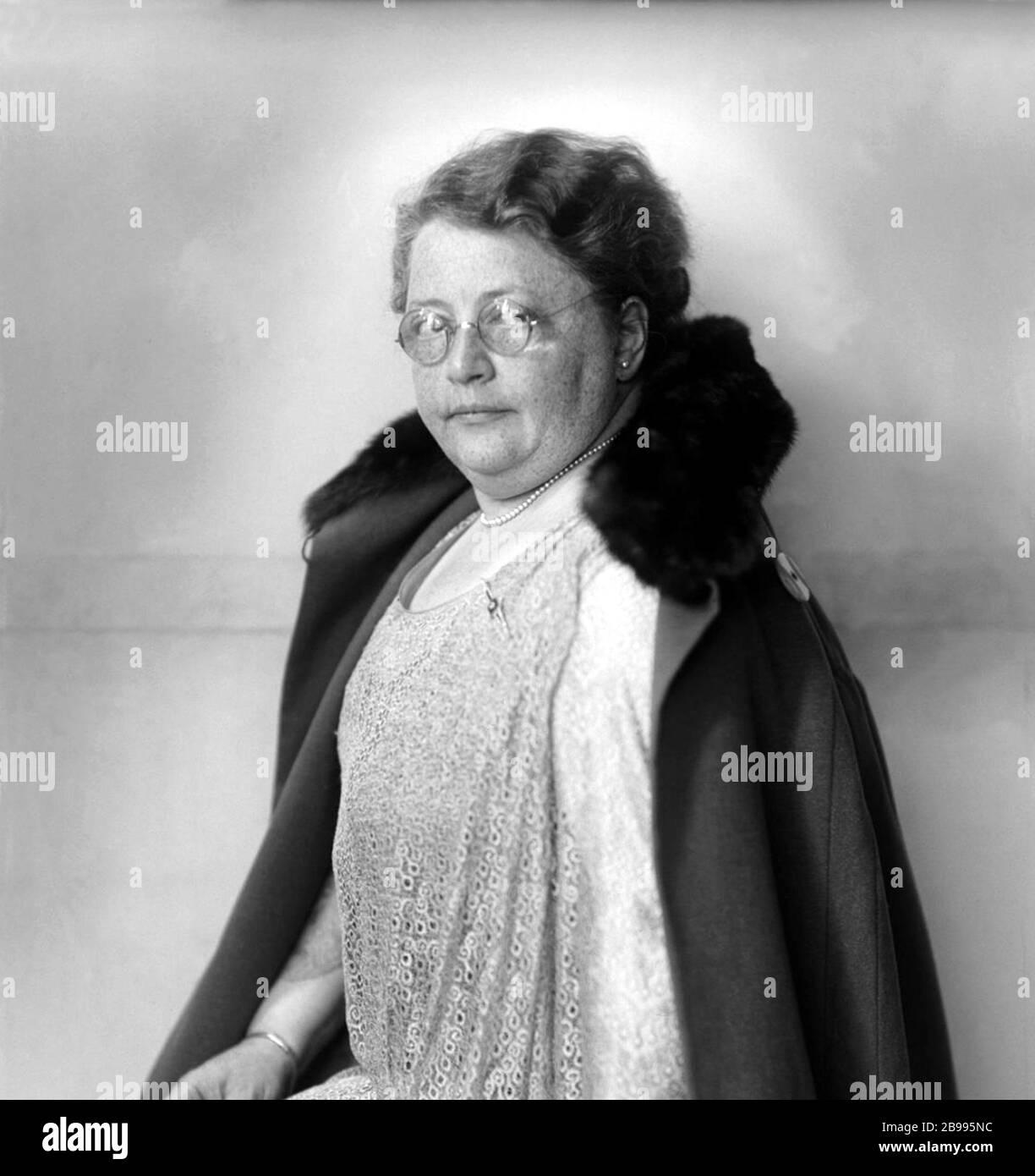 1930 ca, AMSTERDAM , HOLLAND : The Dutch Suffraggist, feminist and pacifist ROSETTE Rosa MANUS ( 1881 - 1942 ) . Photo by Jacob Merkelbach ( 1877 - 1942 ). From the rich jewish family of Amsterdam , in tobacco trade, was arrested in august 1941 by Nazist , and deported to Germany. She was transferred to Ravensbrück concentration camp  in October 1941 was  gassed at Bernburg in 1942 , in Nazi Euthanasia Centre  in a separate wing of the State Sanatorium and Mental Hospital . - OLOCAUSTO - OLOCAUST - SHOA VICTIM - VITTIMA STERMINIO EBRAICO - EBREO - EBREA - EBRAISMO - PACIFISTA - FEMMINISTA - FE Stock Photo
