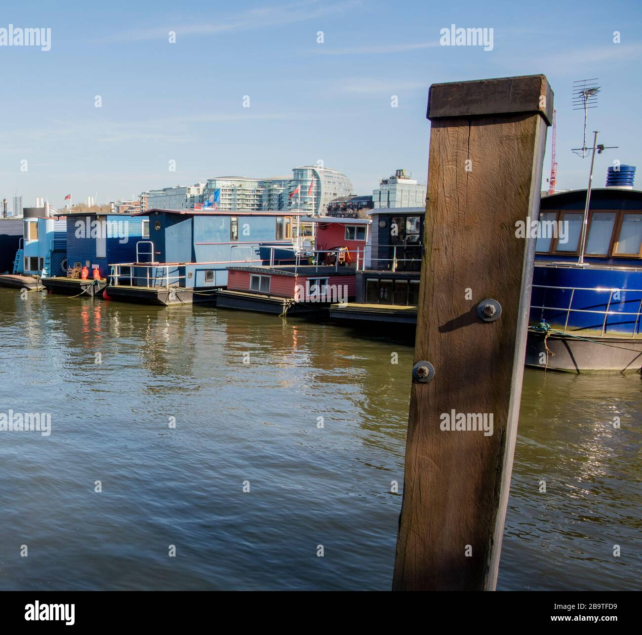 Houseboats Moored On Cheyne Wharf On The River Thames By Chelsea Embankment Next To Cheyne Walk Chelsea London Stock Photo Alamy