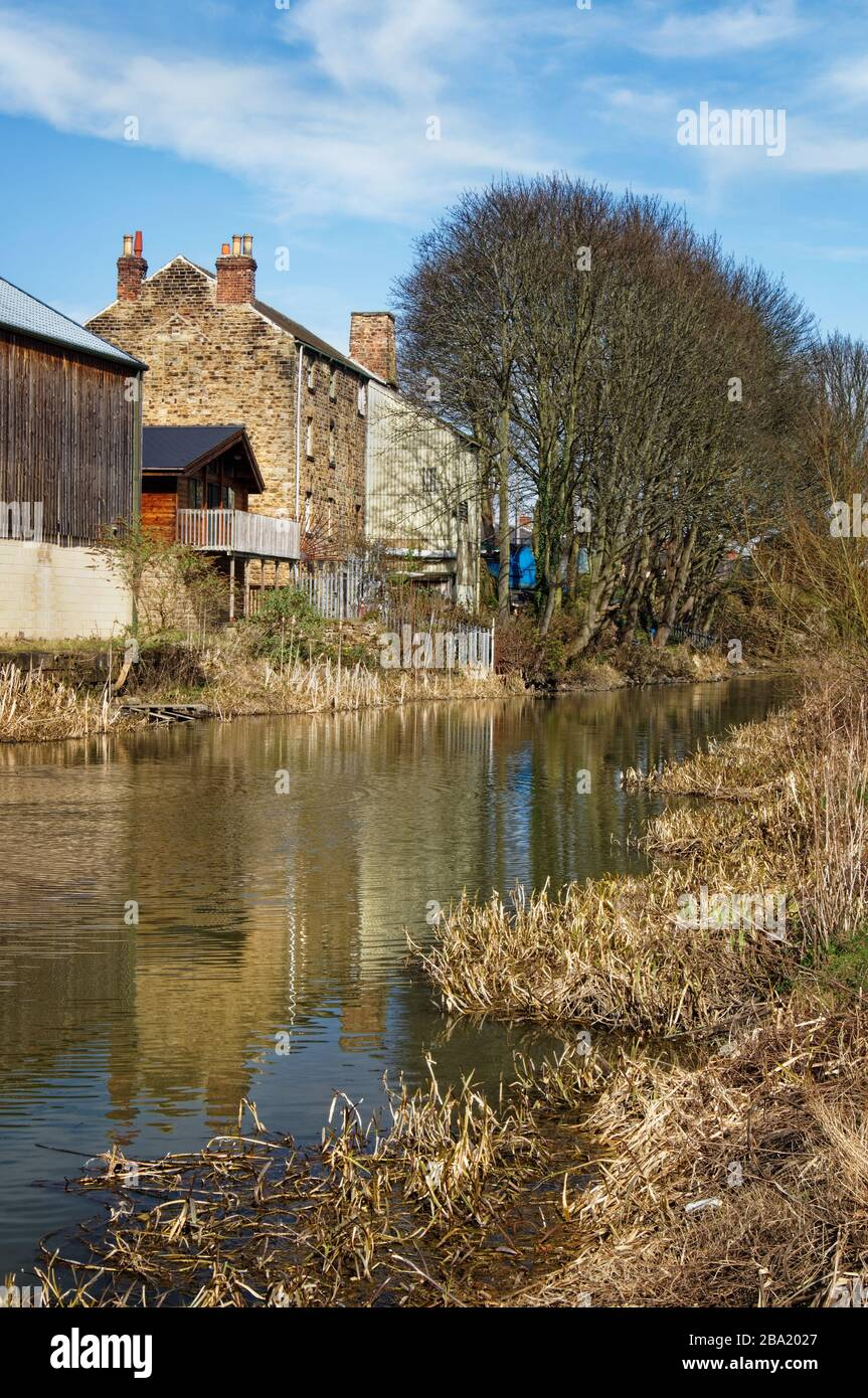 UK,South Yorkshire,Houses next to Elsecar Canal Stock Photo