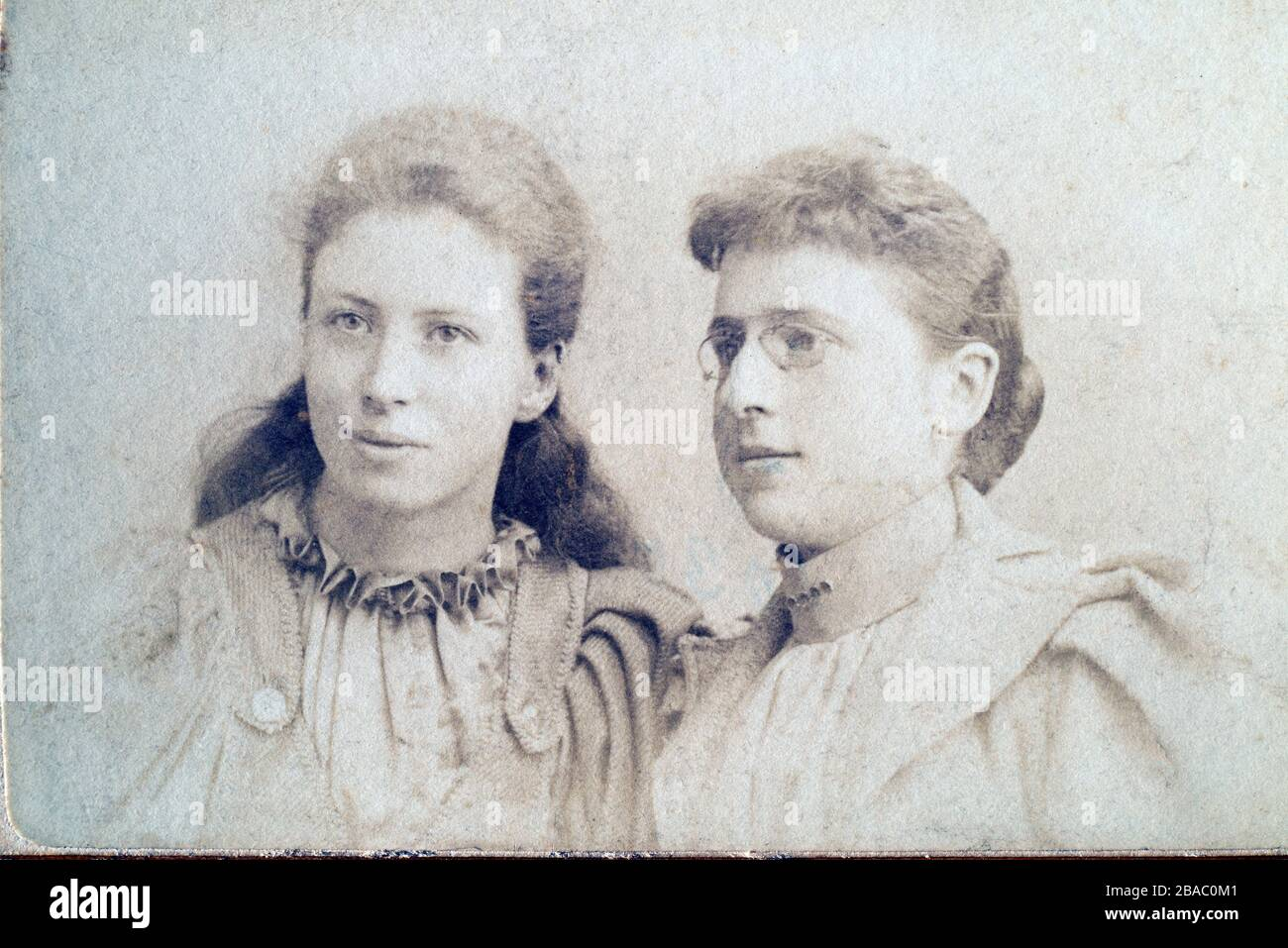 Archive Edwardian or late Victorian portrait of two women, possibly sisters. CDV 1900-1910. Stock Photo