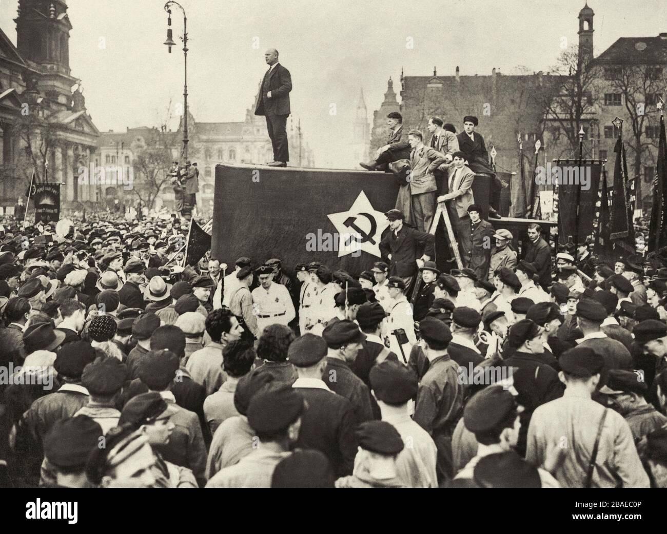 The German Communist Leader Ernst Thalmann Speaks During A Meeting In The Berlin Lustgarten 1 May 1931 Stock Photo