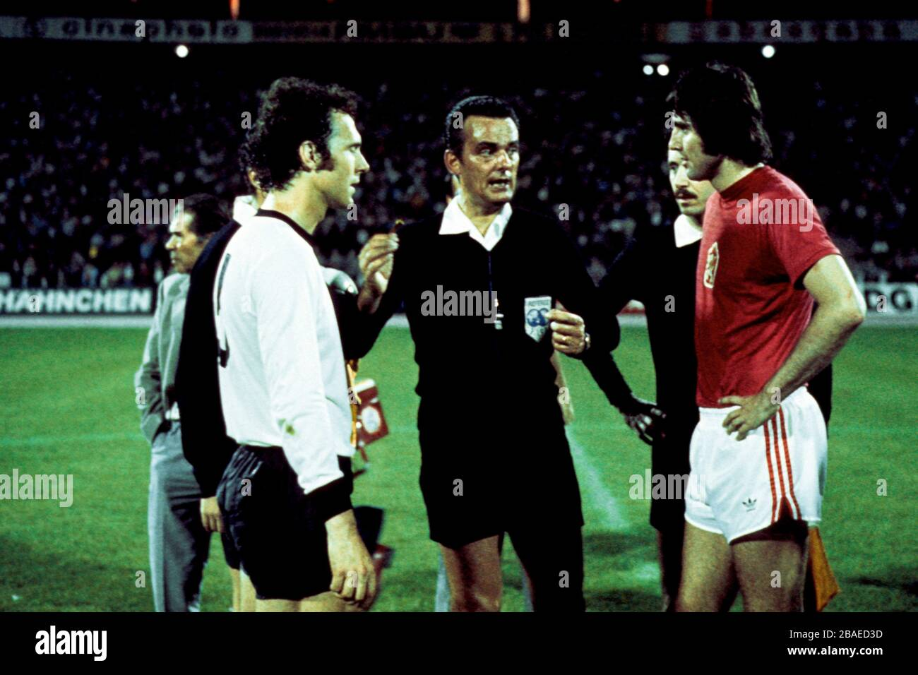 West Germany captain Franz Beckenbauer (l) and Anton Ondrus, Czechoslovakia captain (r) with Referee Sergio Gonella (c) Stock Photo