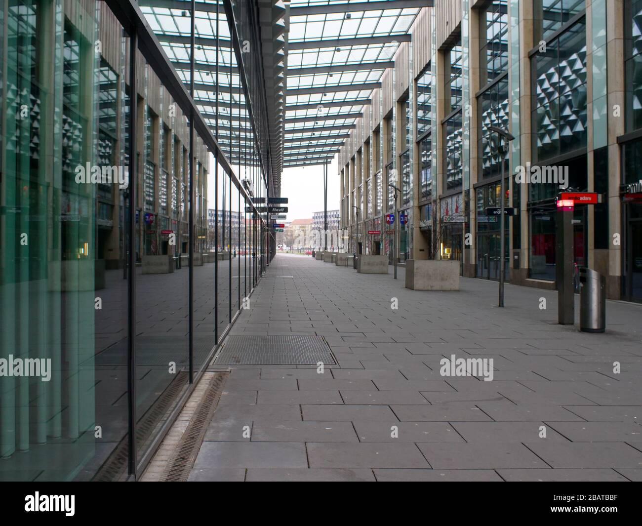 Centrum Galerie in Dresden Prager Straße EInkaufszentrum Stock Photo