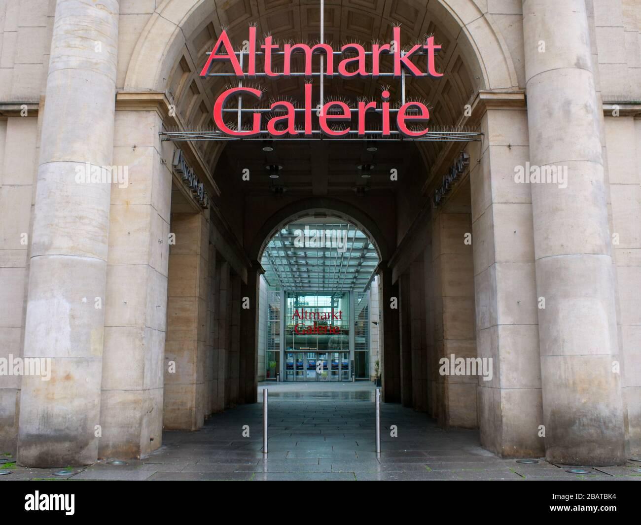 Altmarkt-Galerie in Dresden während Coronavirus Lockdown 2020 COVID-19 Ausgangssperre Regenwetter Regen Stock Photo