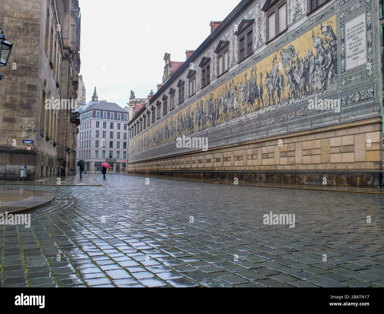 Dresden Fürstenzug am Residenzschloss während Coronavirus Lockdown 2020 bei Regen Stock Photo