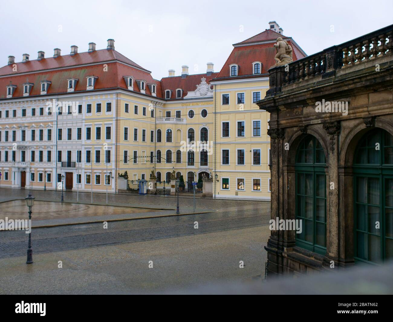 Hotel Taschenbergpalais in Dresden Kempinski Luxushotel während Coronavirus Lockdown 2020 bei Regen Stock Photo