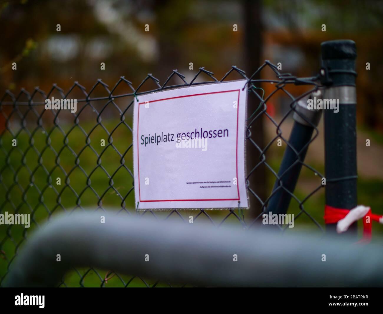 Spielplatz geschlossen wegen Coronavirus Lockdown Ausgangssperre Stock Photo
