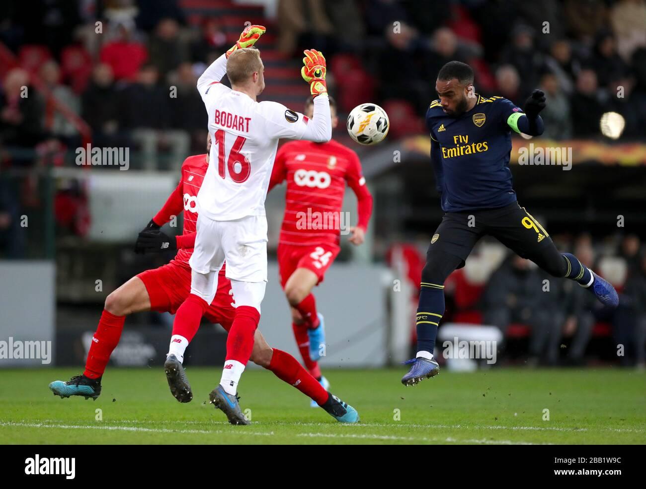 Standard Liege Goalkeeper Arnaud Bodart left Blocks A Shot From Arsenal s Alexandre Lacazette Stock Photo Alamy