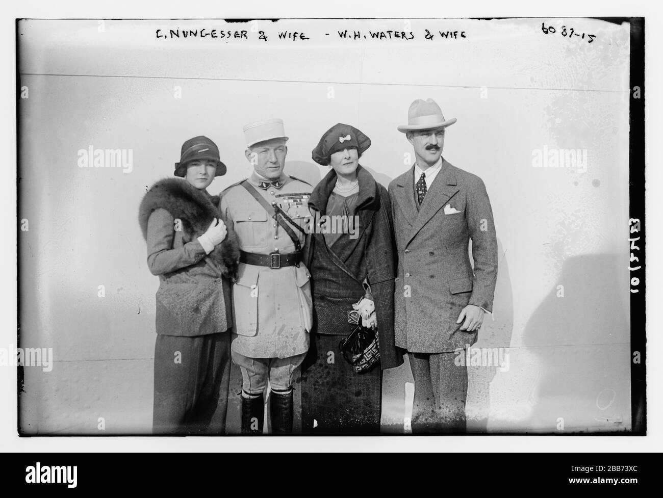 WW1 le Lieutenant Nungesser devant son Nieuport L/'As français
