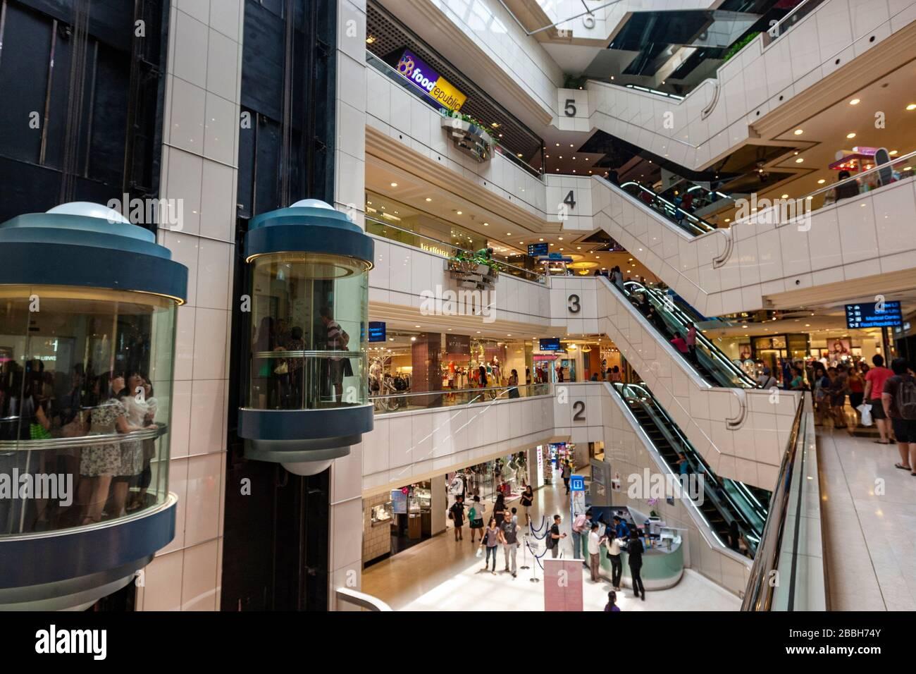 Wisma Atria Shopping Mall, Shopping