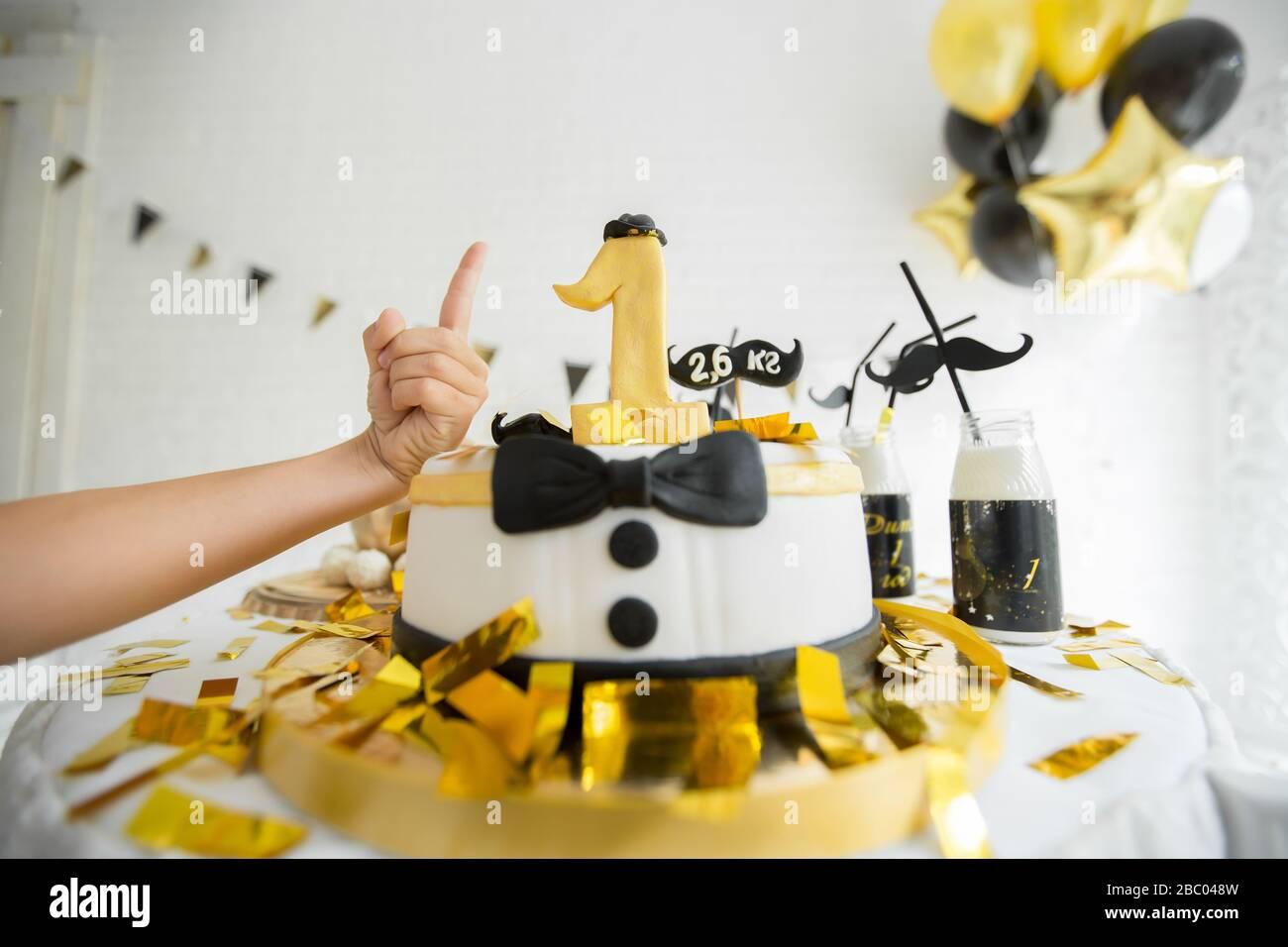 Awe Inspiring Cake For First Birthday Number One Made Of Sugar Cake Decorated Birthday Cards Printable Benkemecafe Filternl