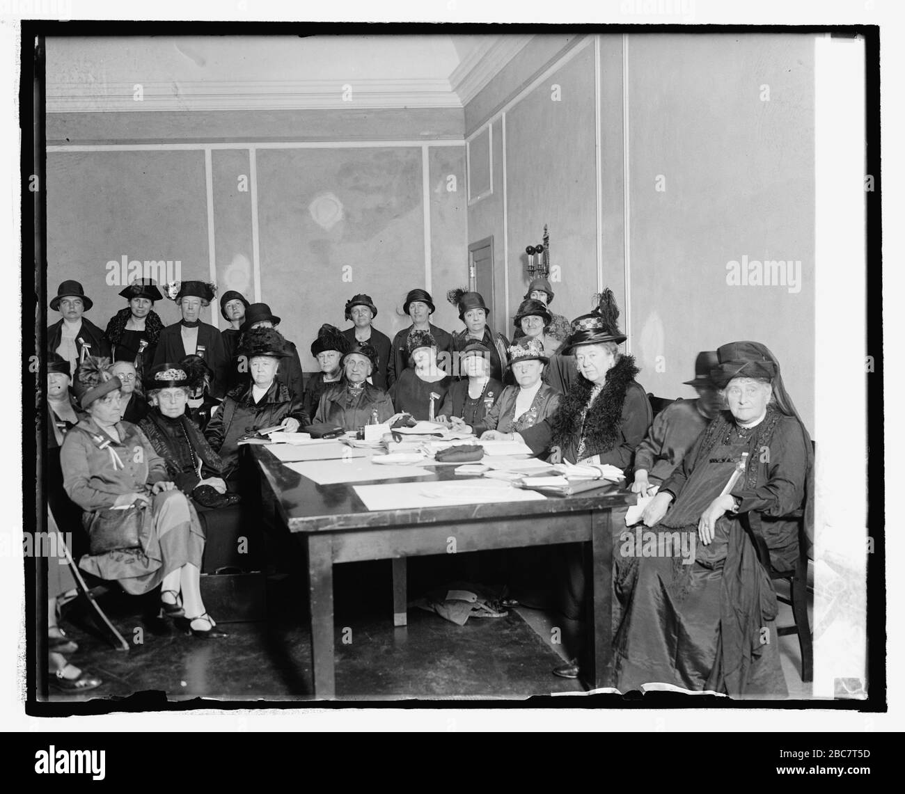 """""""English: Title: Executive Council of International Council of Women, 5/4/25 Abstract/medium: 1 negative: glass; 4 x 5 in. or smaller; 1925; Library of Congress  Catalog: https://lccn.loc.gov/2016839715 Image download: https://cdn.loc.gov/service/pnp/npcc/13400/13447v.jpg Original url: https://www.loc.gov/pictures/item/2016839715/; National Photo Company Collection; """" Stock Photo"""