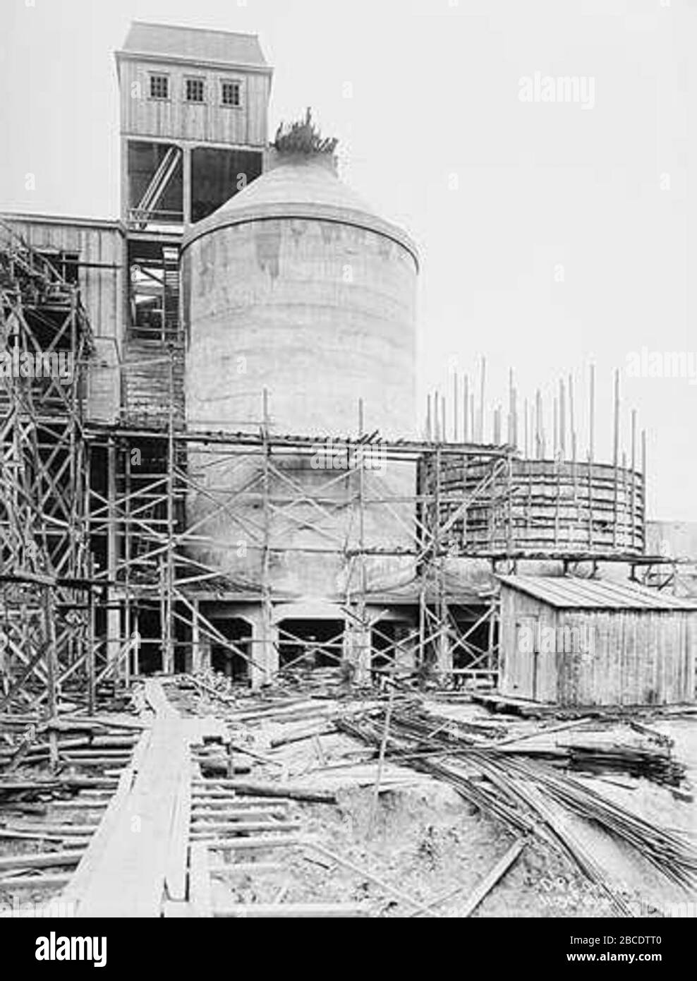 """English: Dalen Portland Cement in Brevik, Norway; 1918; http://www.nb.no/cgi-bin/galnor/gn sok.sh?id=22732&skjema=2&fm=4; Template:Author:Anders Beer Wilse; "" Stock Photo"