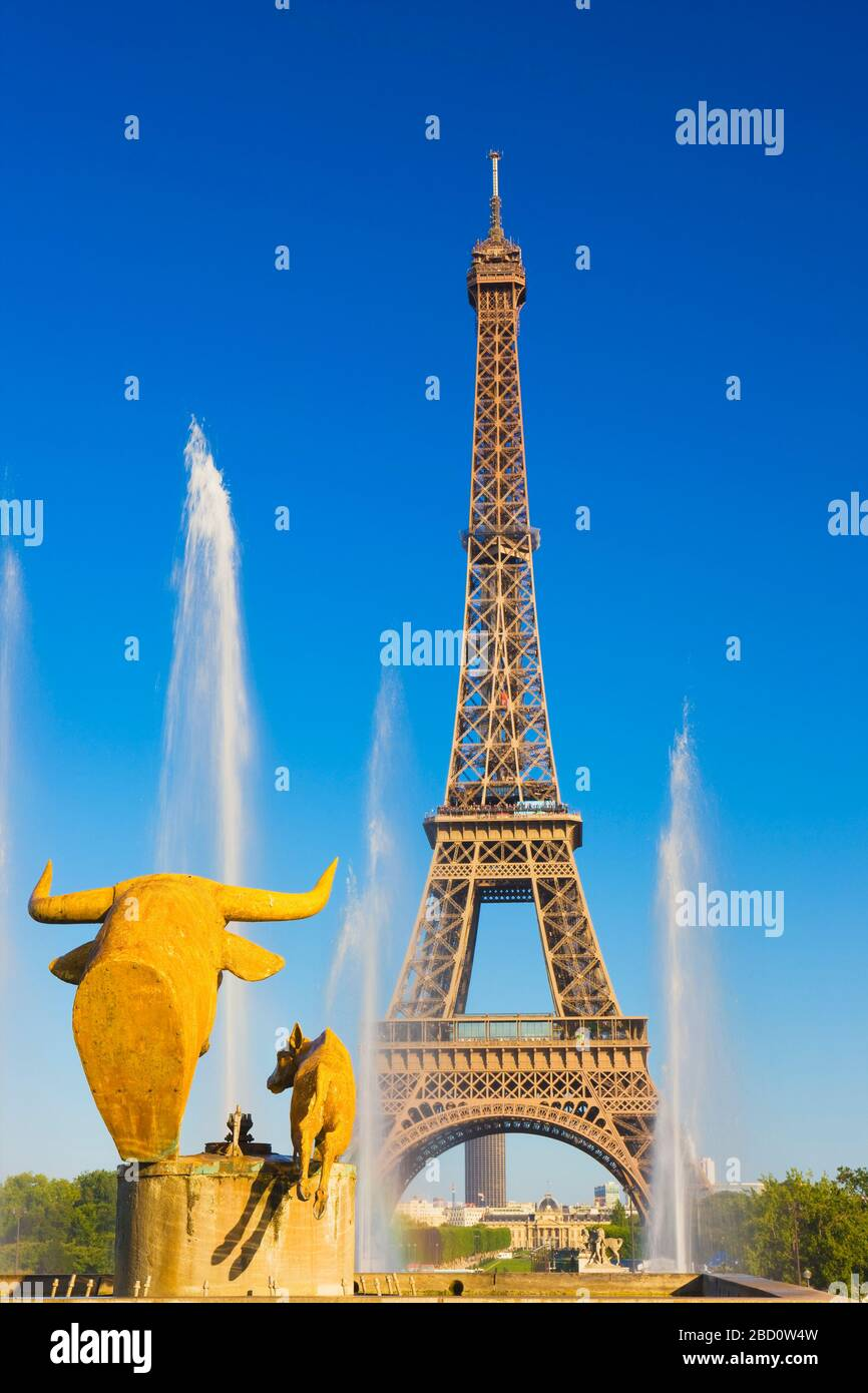 France, Ile-de-France, Paris, Effel Tower viewed from the Palais de Chaillot water fountains Stock Photo