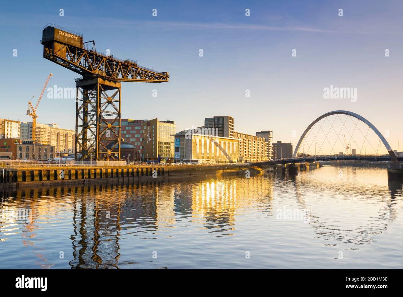 Finnieston Crane and Clyde Arc (Squinty Bridge), River Clyde, Glasgow, Scotland, United Kingdom, Europe Stock Photo