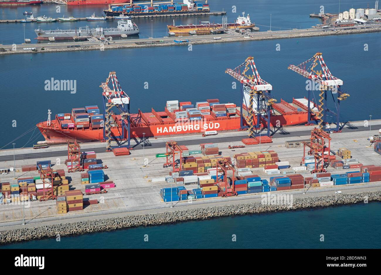 Aerial view of cranes and container ship at Cape Town Harbour Container Terminal Stock Photo