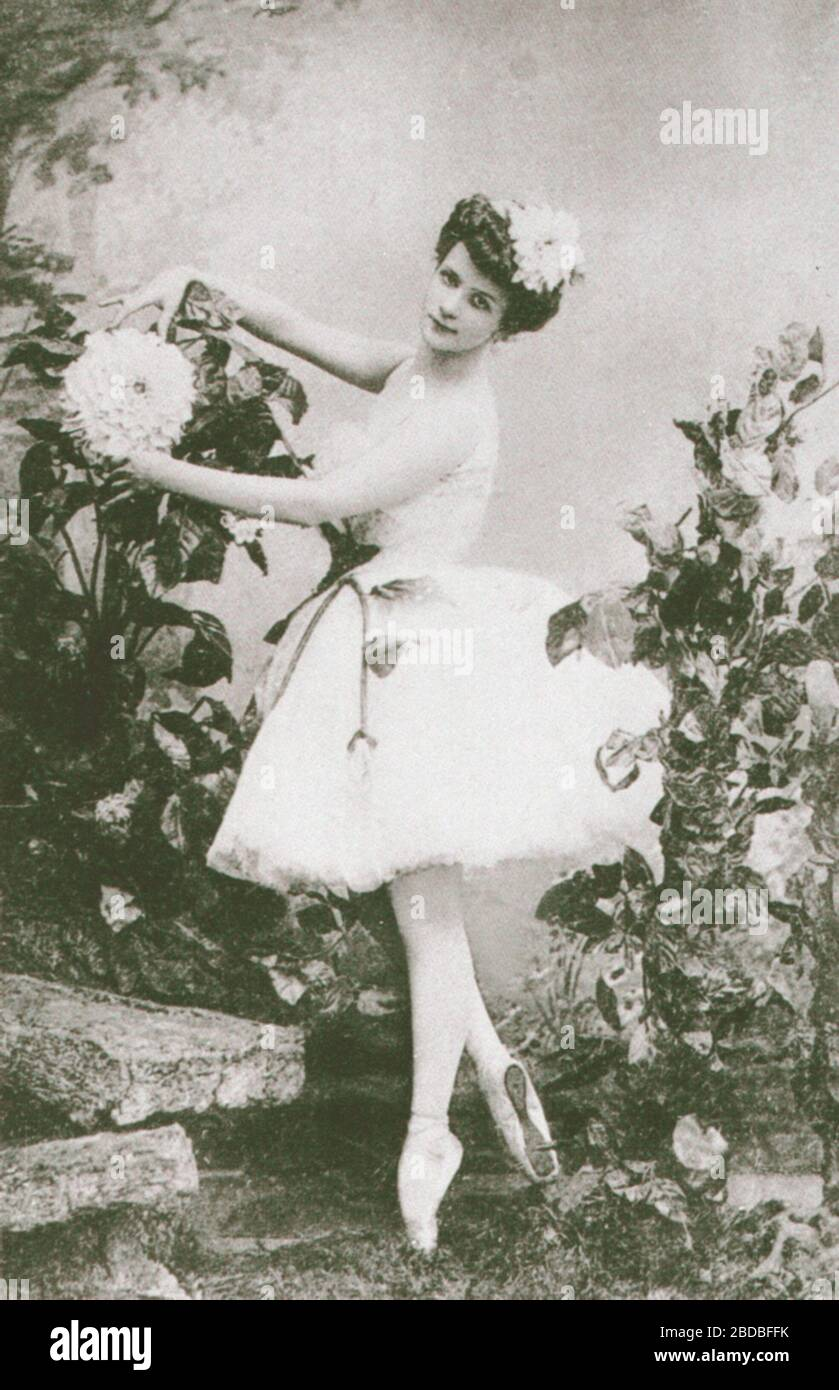 """""""English: The ballerina Lyubov Egorova (1880-1972) costumed for the danseur Pavel Gerdt's (1844-1917) revival of the Ballet master Marius Petipa (1818-1910) and the composer Cesare Pugni's (1803-1870) ballet Le Dahlia Bleu.; 1905; The Great Russian Dancers by Gennady Smakov; Unknown photographer of the photography studio of the Imperial Mariinsky Theatre. St. Petersburg, Russian Empire.; """" Stock Photo"""
