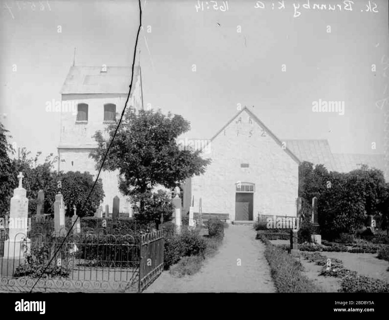 Bland gravar och stenstrngar i Brunnby. RA 267& 268