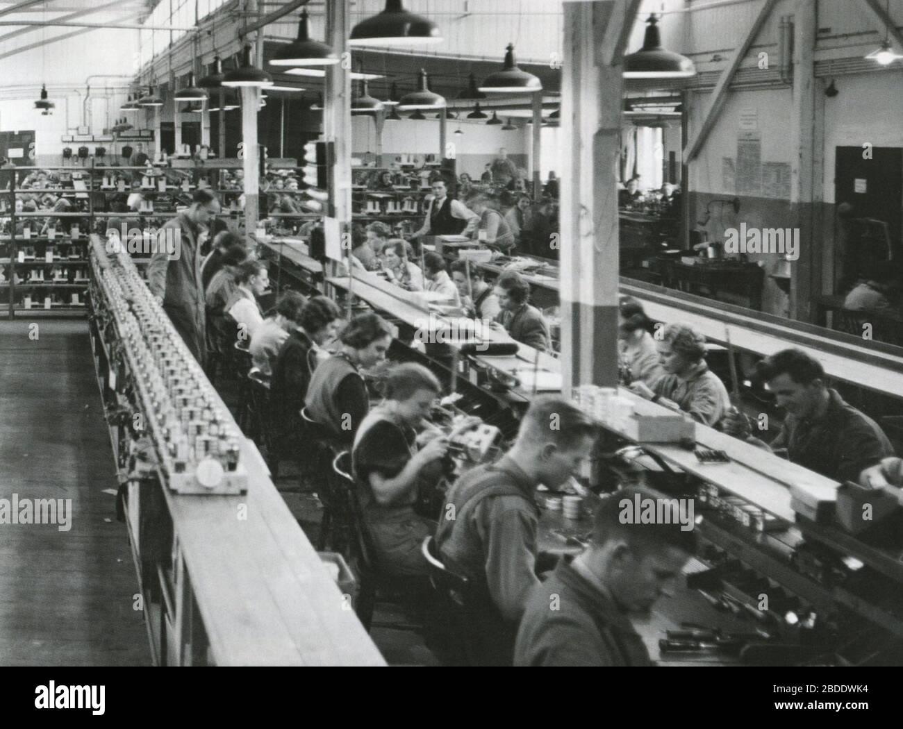 """Svenska: Centrum Radios fabrik vid Stadsgården i Stockholm; 1940s date QS:P,+1940-00-00T00:00:00Z/8; Gylling & Co; Unknown author; "" Stock Photo"
