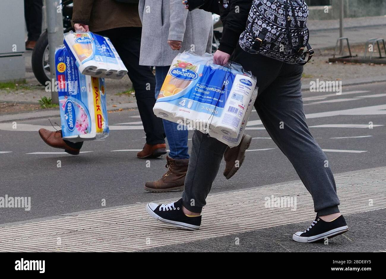 Bulk Toilet Paper High Resolution Stock Photography And Images Alamy