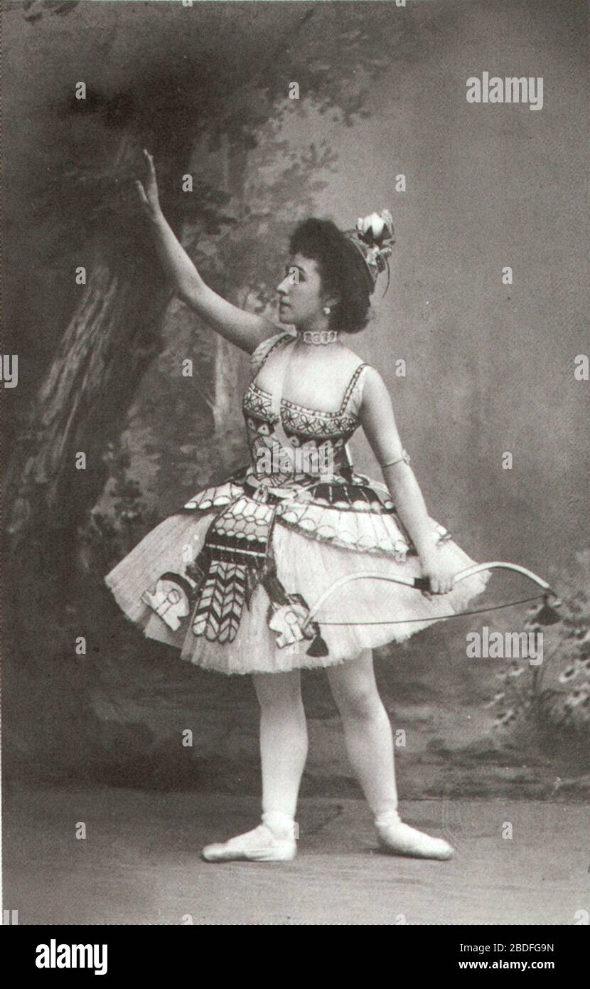 """Photographic postcard of Mathilde Felixovna Kschessinskaya (1872-1971), Soloist to His Imperial Majesty and Prima ballerina of the St. Petersburg Imperial Theatres. She is costumed as the Princess Aspicia in the Grand pas des chasseresses from act I of the choreographer Marius Petipa (1811-1910) and composer Cesare Pugni's (1802-1870) ballet The Pharaoh's Daughter.; between 1898 and 1899 date QS:P,+1898-00-00T00:00:00Z/8,P1319,+1898-00-00T00:00:00Z/9,P1326,+1899-00-00T00:00:00Z/9; I (MrLopez2681) scanned the photo from the book The Great Russian Dancers by Gennady Smakov. Knapf. 1984.; Unknow Stock Photo"
