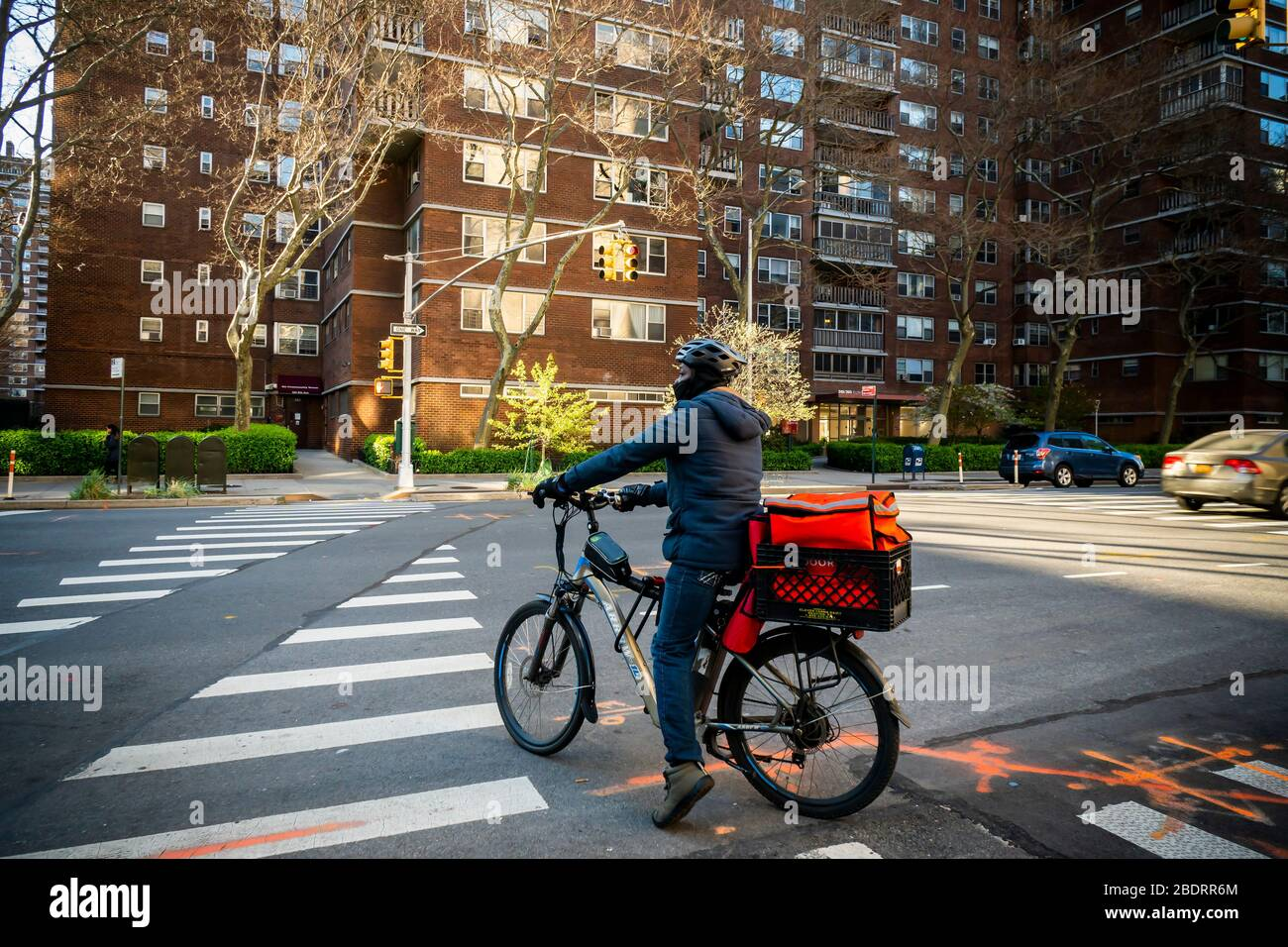 A delivery person with a DoorDash branded tote on his bicycle in the Chelsea neighborhood of New York on Monday, April 6, 2020. (© Richard B. Levine) Stock Photo