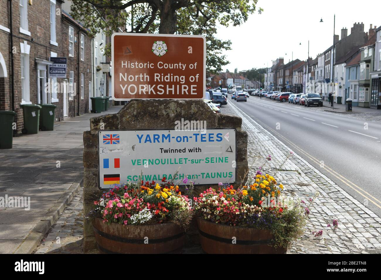Plaques at entrance to Yarm High Street with North Riding of Yorkshire and twinned towns: Vernouillet-sur-Seine, France and Schwalbach, Germany Stock Photo
