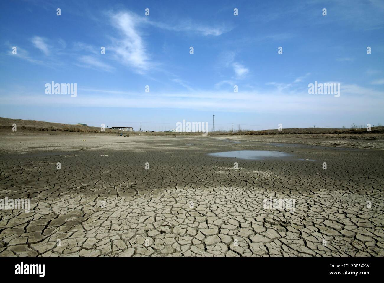 dry cracks in the land, serious water shortages, deteriorating natural environment, human environment is facing a serious crisis, China Luannan County Stock Photo