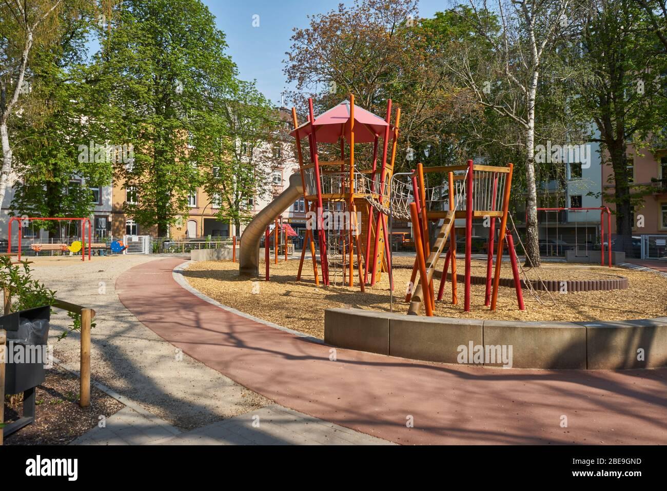 Spielplatz, wegen dem Coronavius geschlossen, Bockenheim, Frankfurt am Main, Deutschland Stock Photo