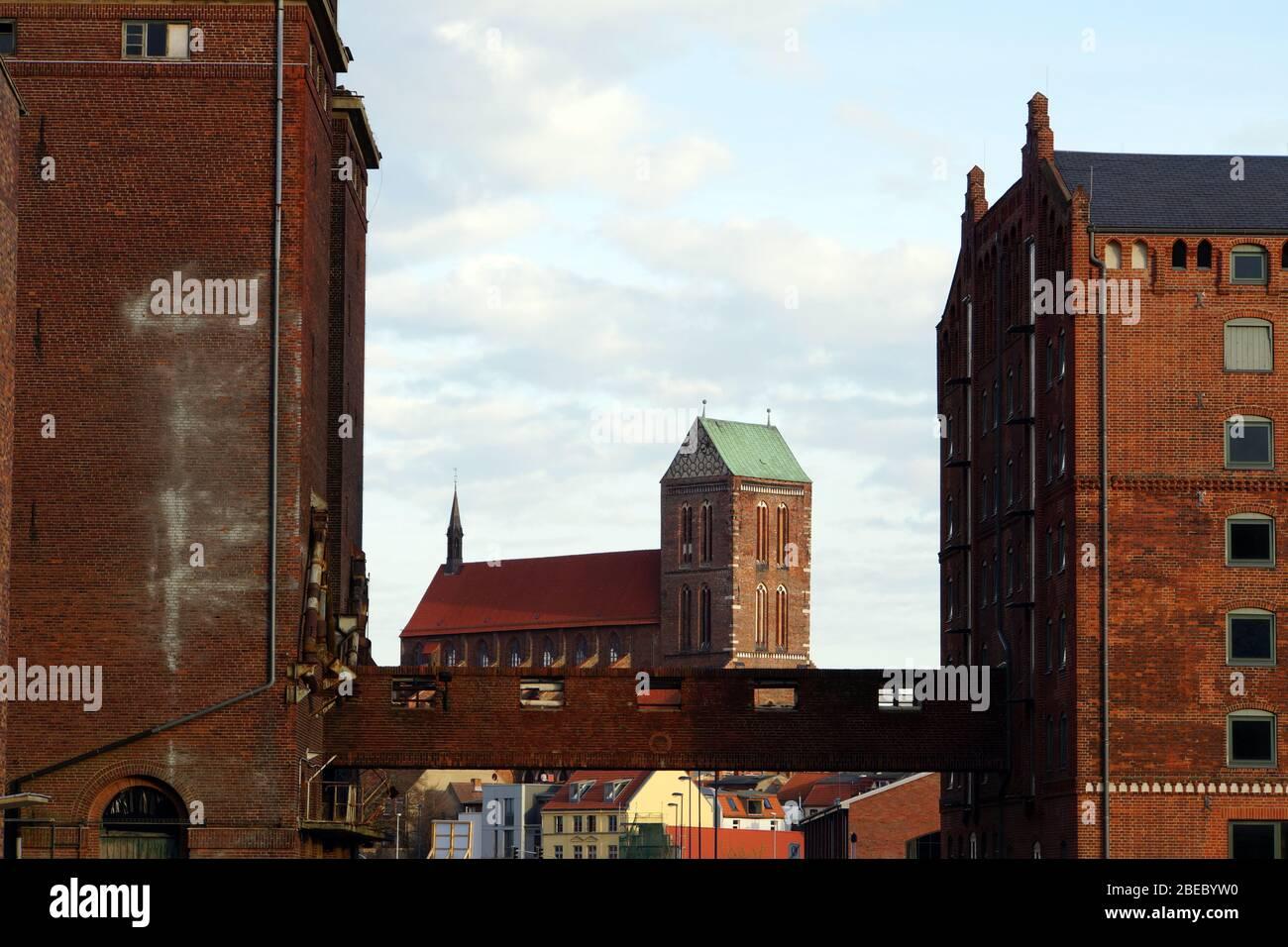 ehemalige Lagerhäuser im alten Hafen, Wismar, Mecklenburg-Vorpommern, Deutschland Stock Photo