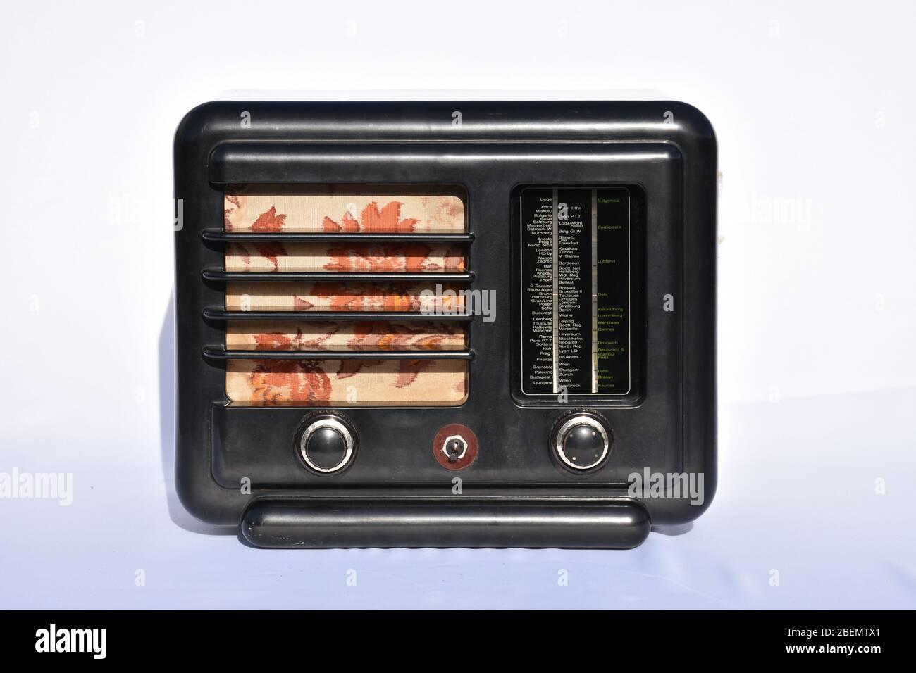 Radio, Rundfunk, Museum, Eumig, 1937, 1938, 329W, Eumig 329W, Zwischenkriegszeit, Vorkriegszeit, Skala, Senderskala, Mittelwelle, Langwelle, Rundfunke Stock Photo