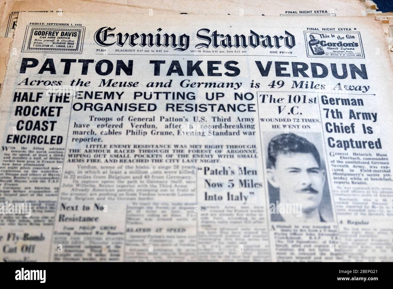 "Evening Standard WWII British newspaper headline 1 September 1944 ""Patton Takes Verdun"" across the Meuse and Germany is 49 Miles Away Stock Photo"