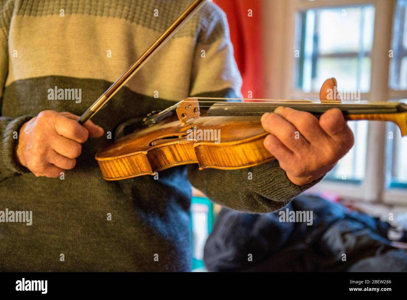 GEIGENSPIELER . VIOLINIST Stock Photo