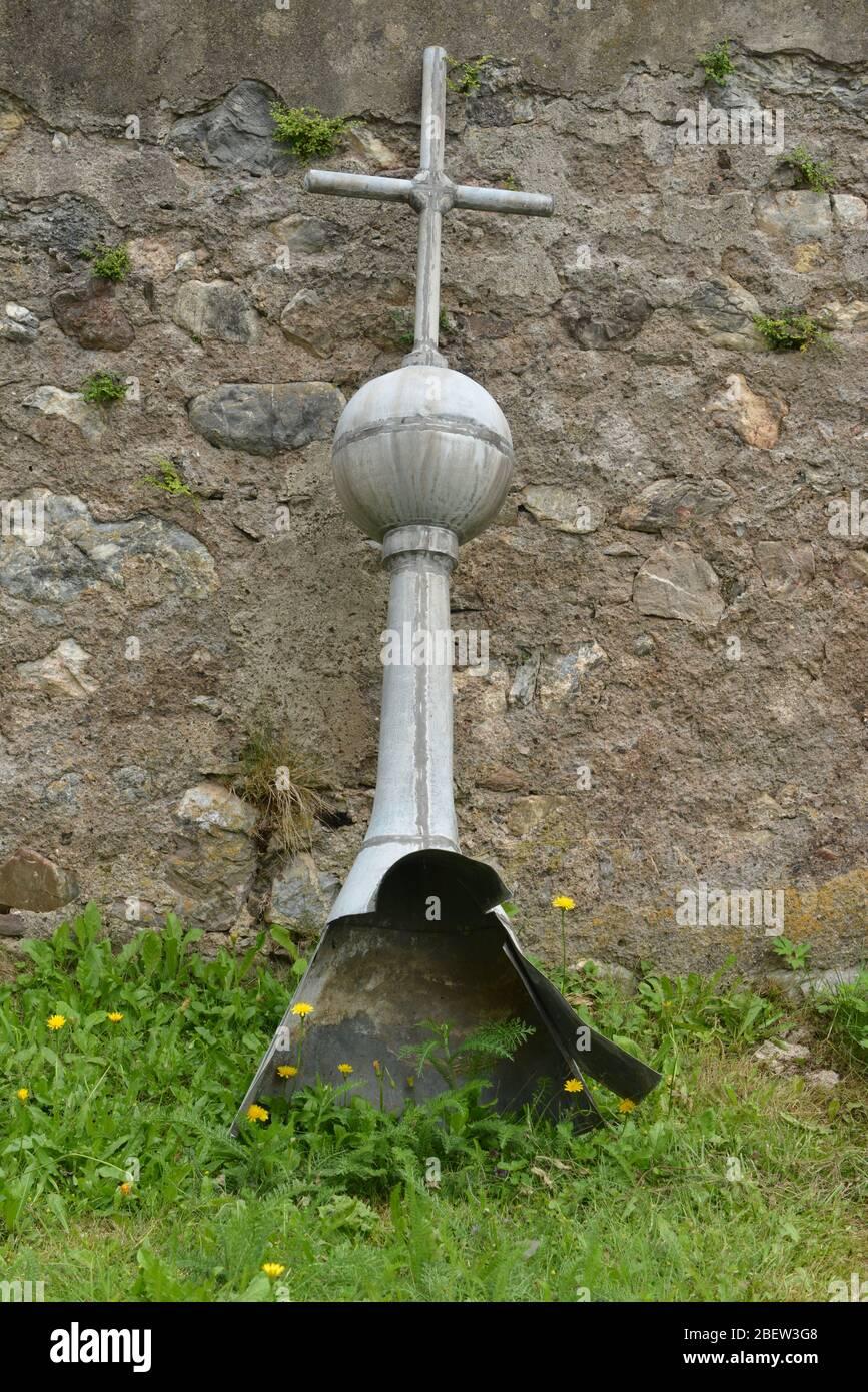 KIRCHTURMKREUZ MIT TURMKUGEL . Church tower cross with tower ball Stock Photo