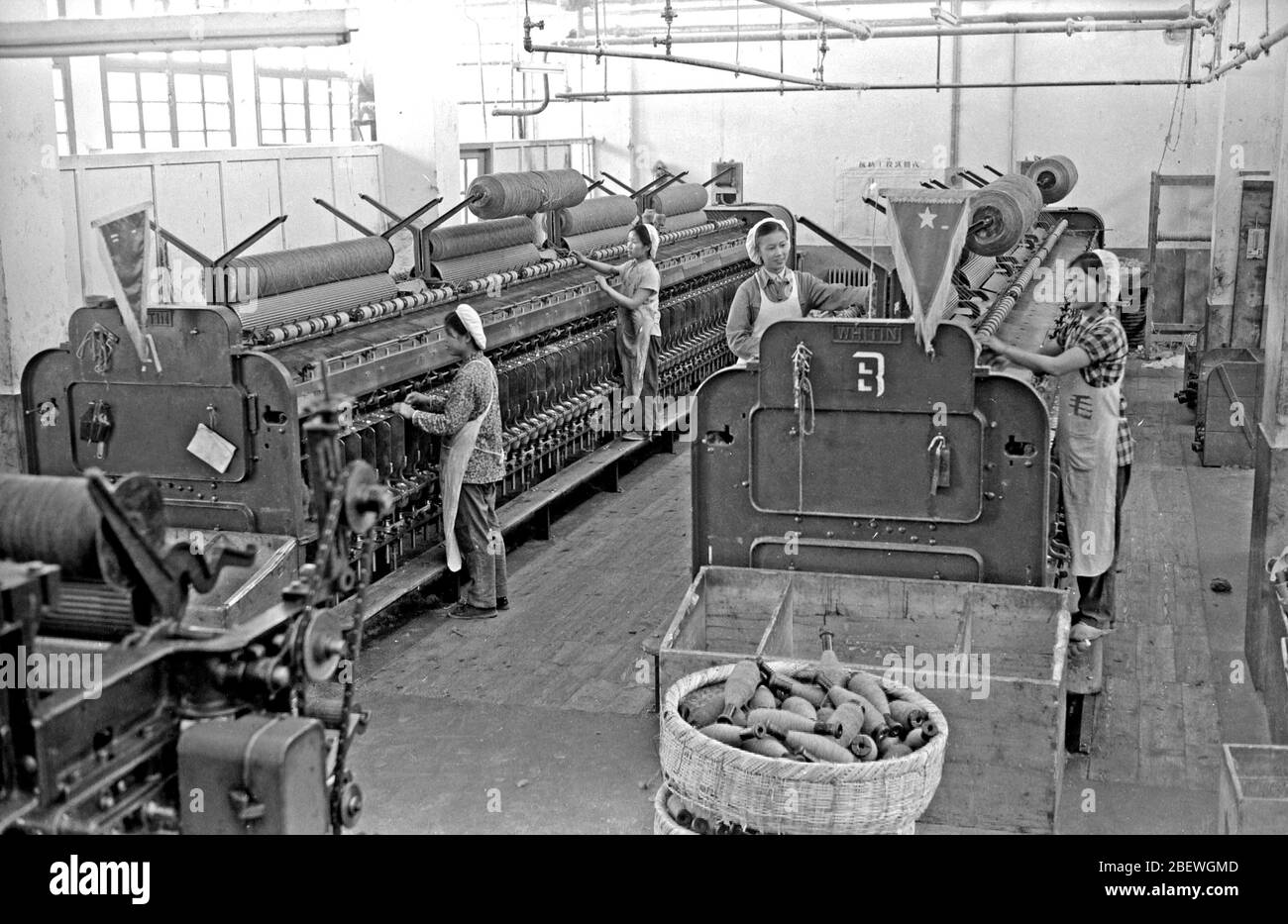 In July 1958 the spinning workshop of Yinchuan Wool Spinning Factory Stock Photo