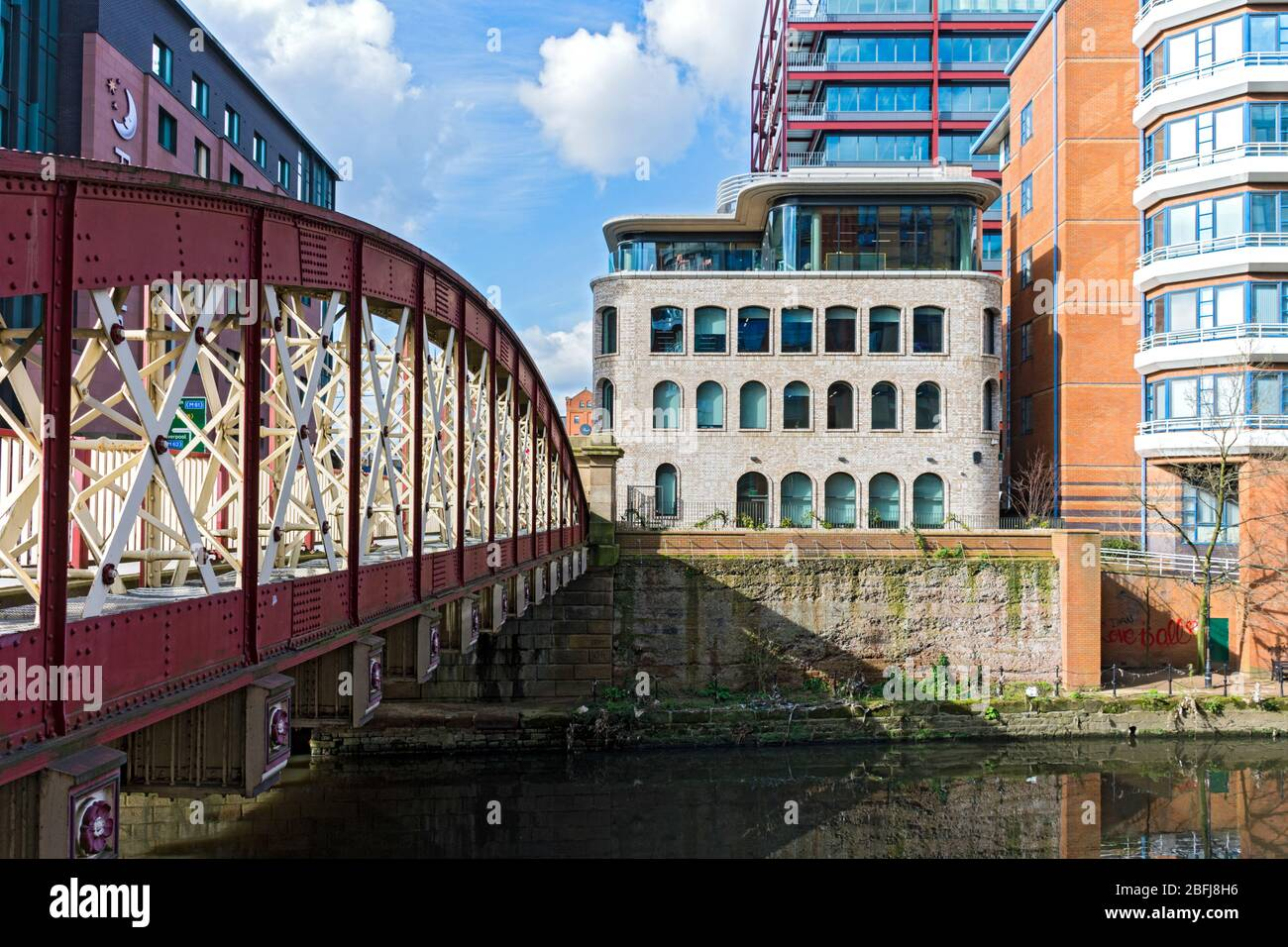 The Riverside House building and the Bridge Street bridge over the river Irwell, New Bailey, Salford, Manchester, UK Stock Photo