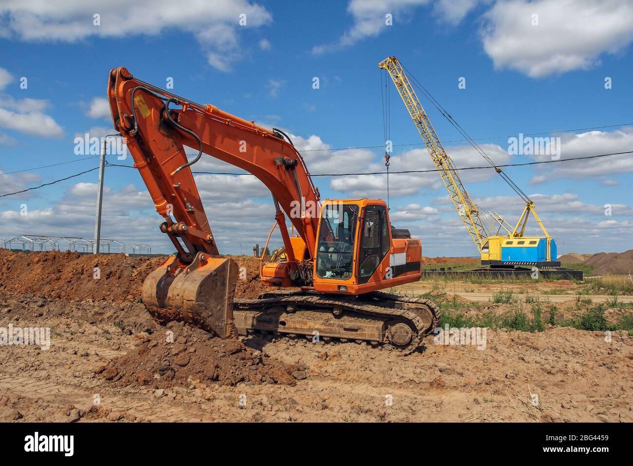 Page 10 Excavator Loading Truck High Resolution Stock Photography And Images Alamy