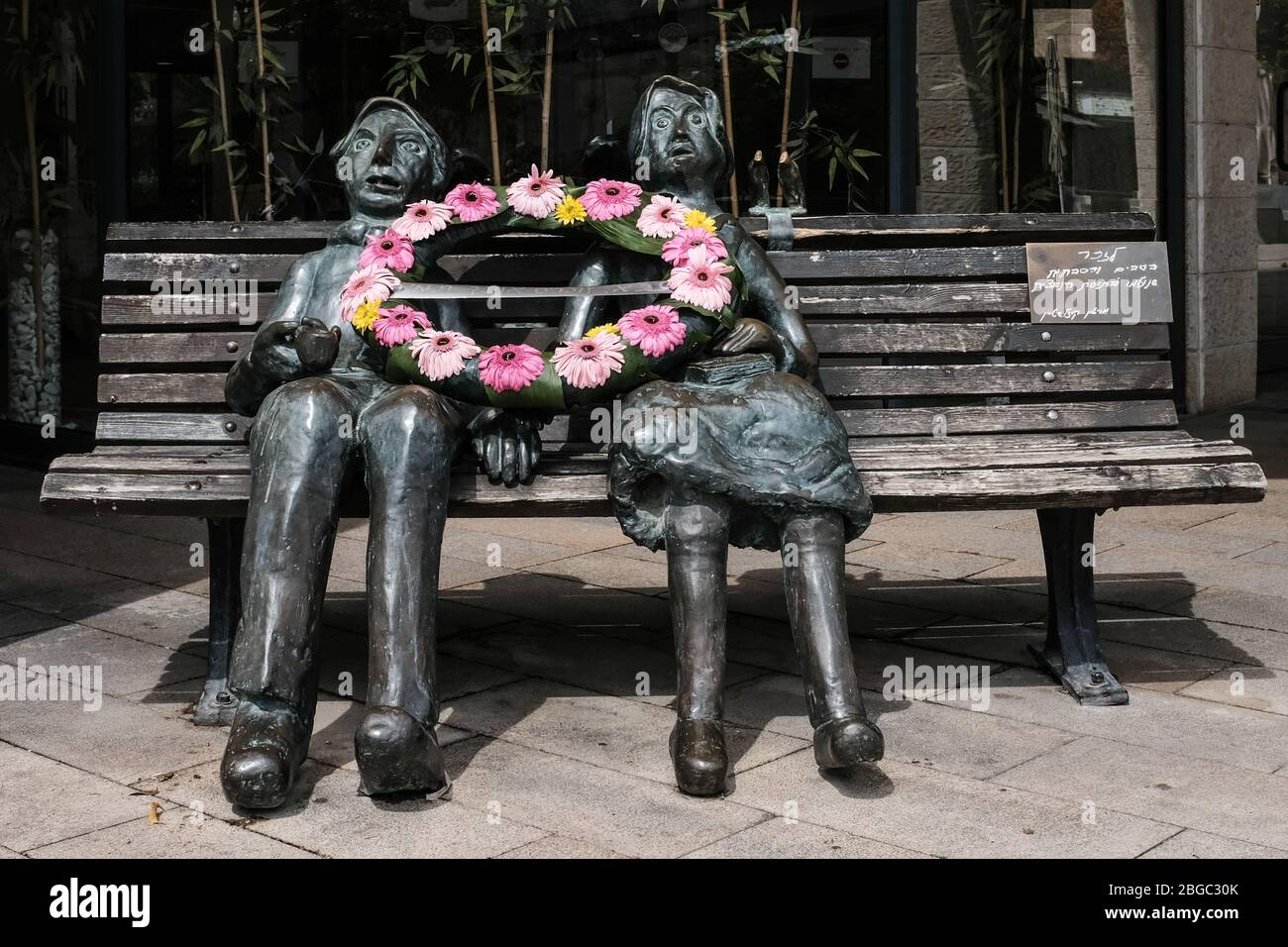 Jerusalem, Israel. 21st Apr, 2020. A flower wreath lies on a statue created by Dr. Martin Kizelstein, Holocaust survivor, in memory of grandmothers and grandfathers that perished in the Holocaust, on Holocaust and Heroism Remembrance Day. Credit: Nir Alon/Alamy Live News Stock Photo